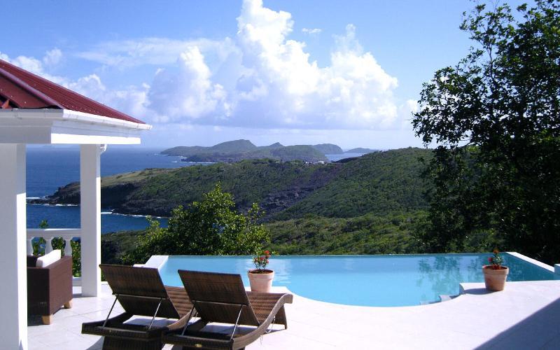 Gazebo, Pool and Sea View