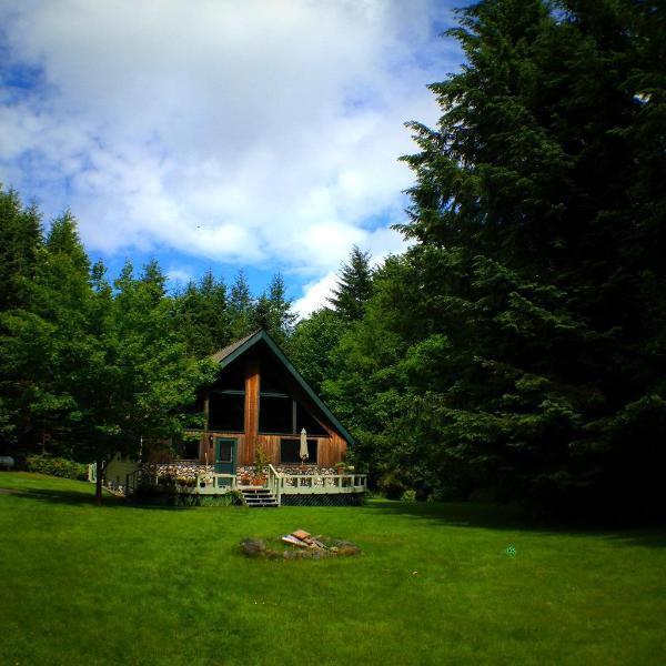 Whole House, 2 Bed, 1 Ba Country Chalet Island Retreat, Quiet, 5 acres, location de vacances à Allyn