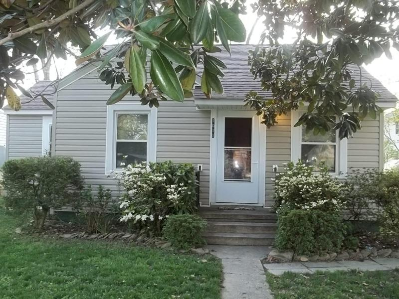 Super Cute, 2 Bedroom, 1 Bath, Furnished Cottage, holiday rental in Colonial Beach