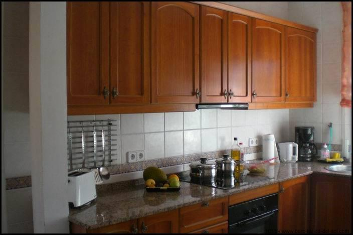 Fully equiped wooden kitchen with sensor screen plate and child protection