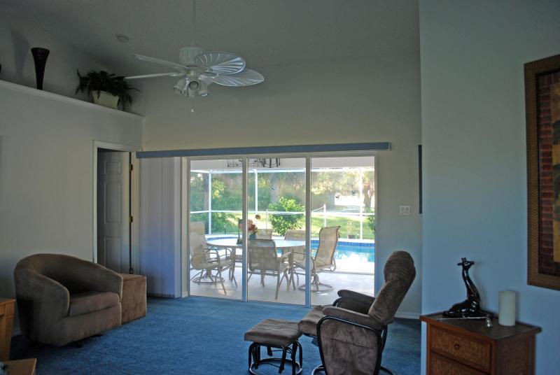 Terrassentüren aus formalen Living Zimmer zum Pool Lanai