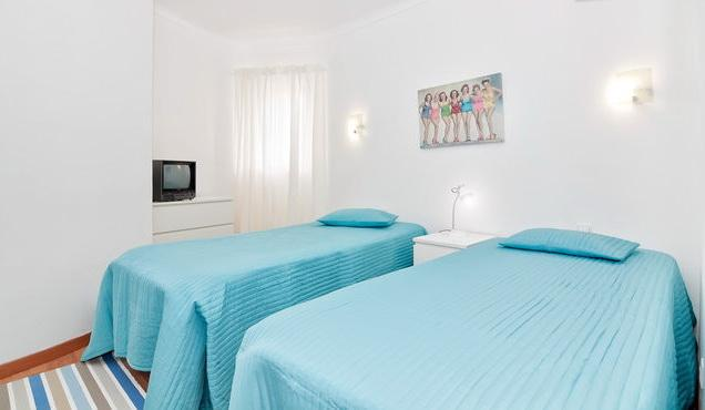 Bed room with 2 twin single beds.