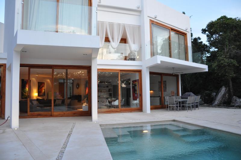 VILLA KATXE,  OVERLOOKING CHAMPIONSHIP GOLF COURSE, vacation rental in Tulum