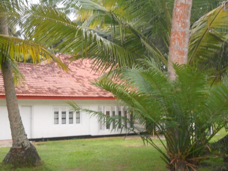 Peaceful Sea Breeze Bungalow with ample space, casa vacanza a Hikkaduwa