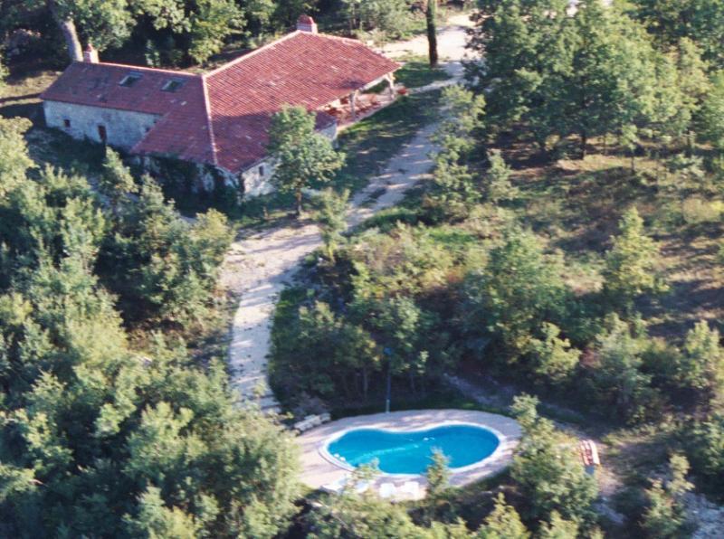 Coustals de La Gabertie and its pool seen by air