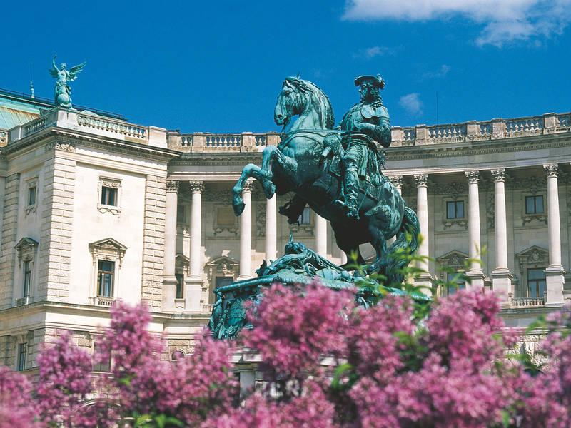 Palace Hofburg and City Center within 10 minutes by public transport