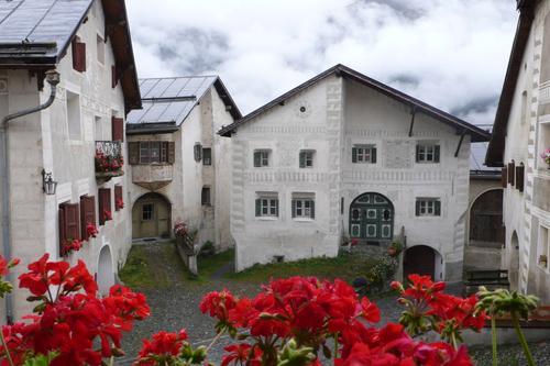 Casa de Schellenursli. Izquierda sendero conduce a nuestra casa.