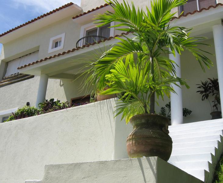Spacious 3 bedroom home, located in Sector O!, vacation rental in Huatulco