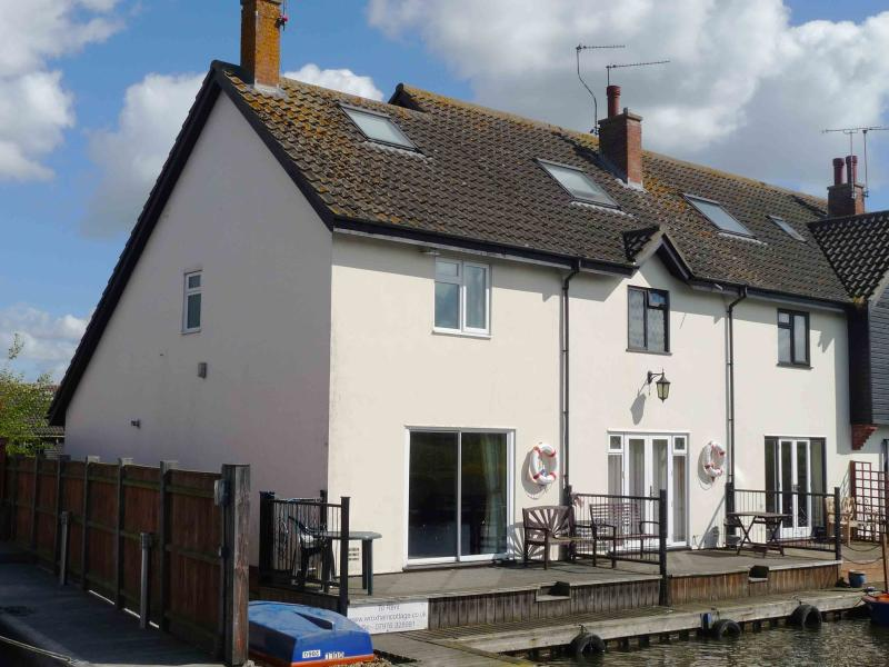 Kingfisher Lure Two bedroom holiday cottage in Wroxham, Norfolk, location de vacances à Salhouse