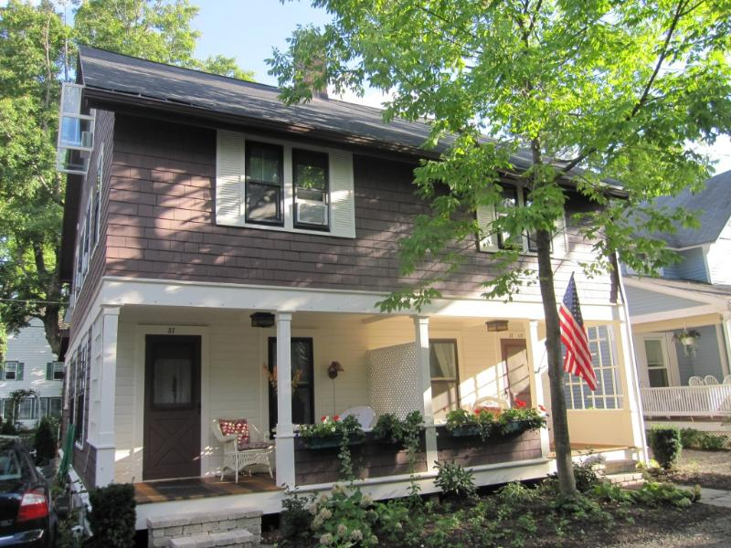 37 Foster Avenue -- Left, holiday rental in Maple Springs