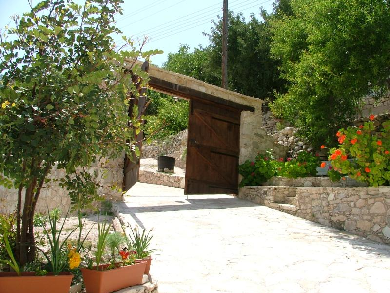 PIskopos House, with a private pool &  free Wi-Fi, vacation rental in Episkopi