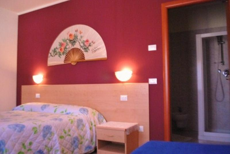 Cozy B&B room x 3 just 5 min.airport-20 min. Venice, location de vacances à Ca Noghera