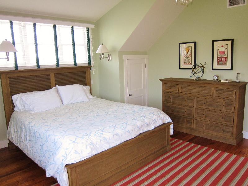Upper Bed 2 w/ California King