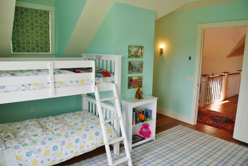Upper Bed 3, twin bunks (two sets, sleep 4)
