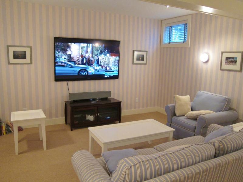 Basement Media Room 70' 3D LED TV