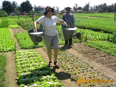 Tra Que vegetable Village,experience a day of living and working with the local farmers in this village. Only 10 minutes bicycle from the villa.
