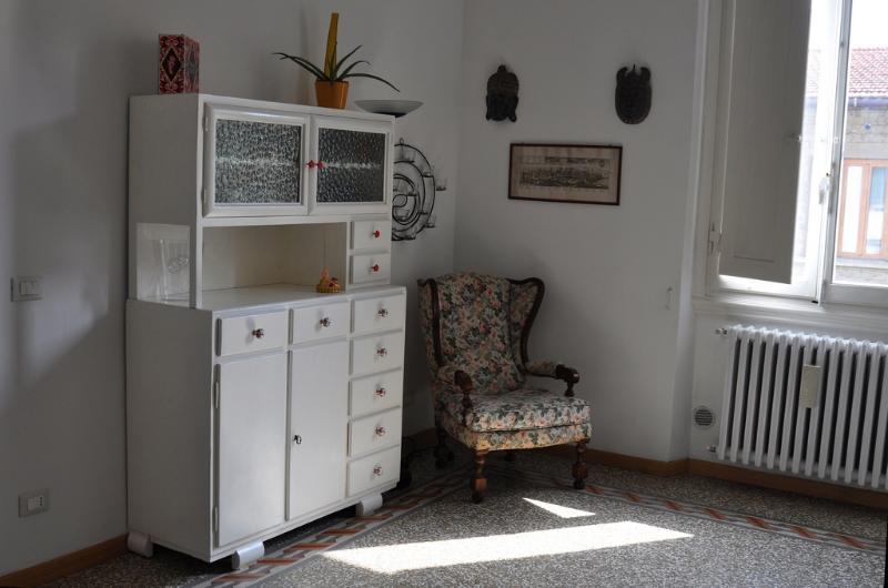 Il tipico toscano 'Mettitutto' risalente agli anni ' 40 restaurati e riportati a nuova vita