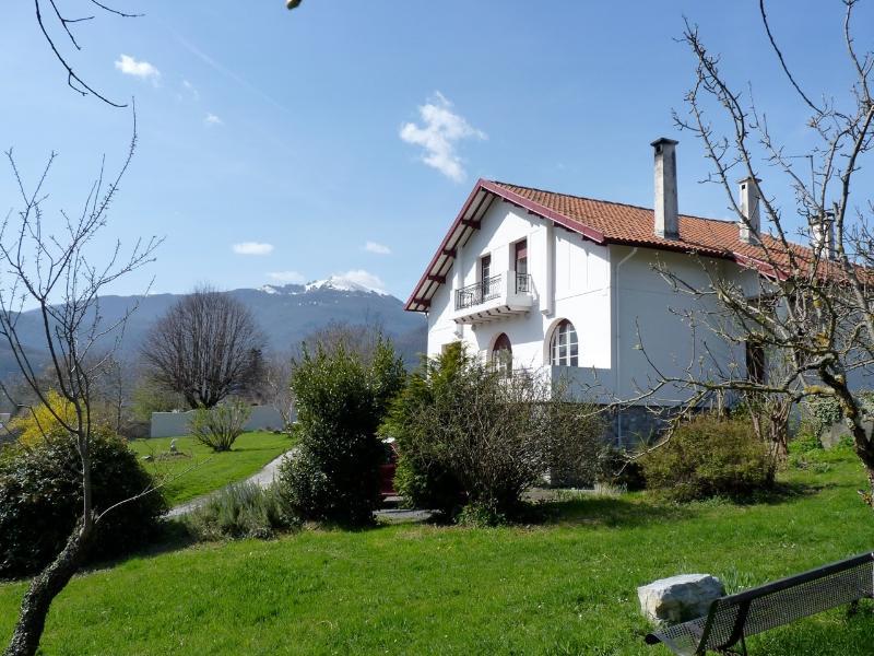 Spacious 3 bedroom B&B, in the Pyrenees, heavenly, location de vacances à La Barthe-de-Neste