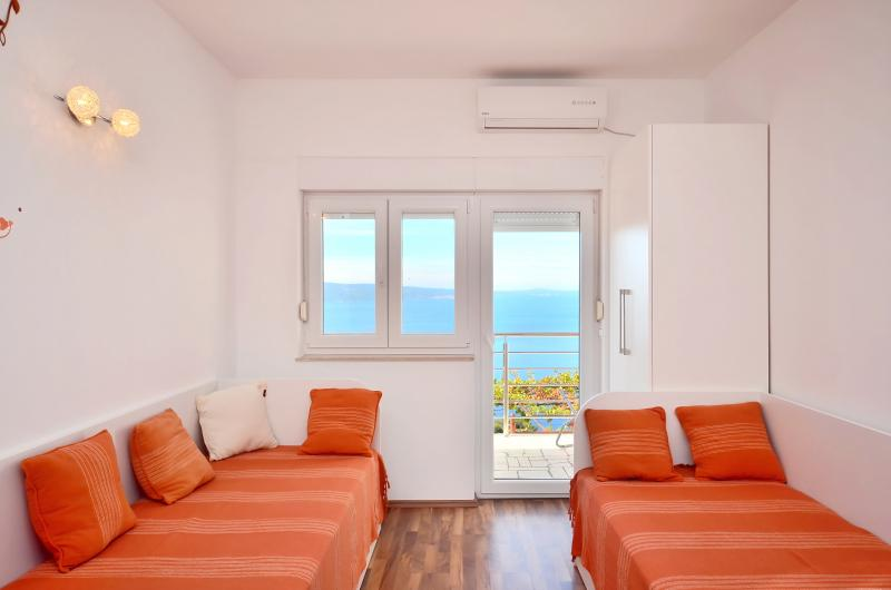 Pikolo Apartments - Orange apartment, vacation rental in Omis