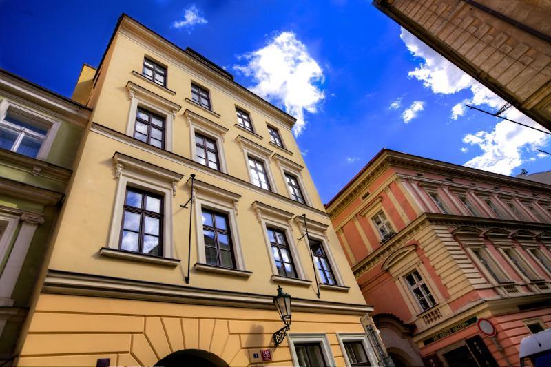 Retezova building - view