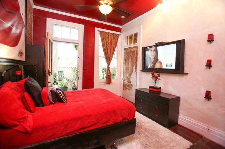 Red Room has queen memory foam, LCD TV, premium cable, fireplace, private entrance, digital locks.