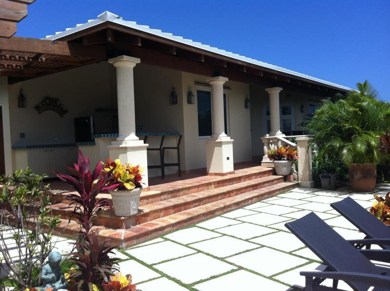 Beach, Pool and Beautiful Ocean Views, vacation rental in Isla de Vieques