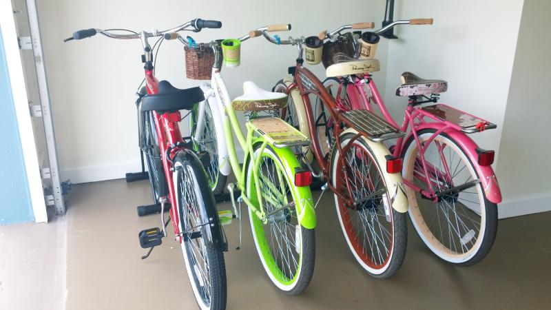 4 complimentary cruiser bicycles. Explore Olde Naples while leaving the car in the garage!