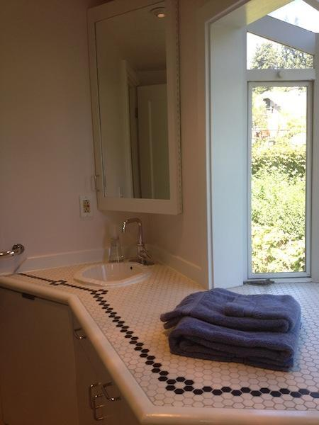 Light Filled Bathroom, Includes Towels