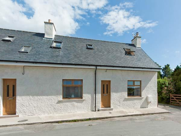 GLED COTTAGE luxury property, woodburner, en-suite facilities, enclosed lawned, holiday rental in Creetown