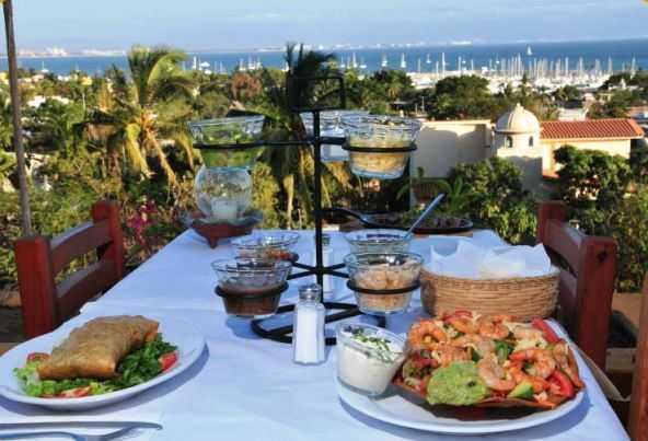 Dining near La Cruz Marina
