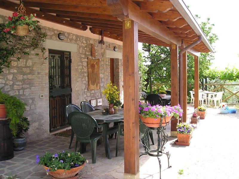 B&B Le Terrazze on green hills only 5 Km from Perugia, location de vacances à Montelaguardia