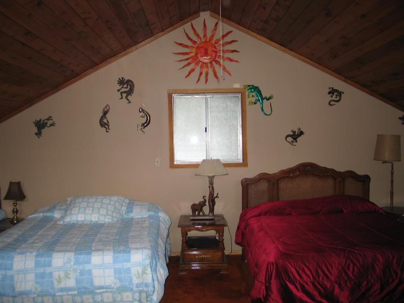 FABULOUS VACATION AT TWIN LAKES BEAR LODGE!, location de vacances à Rathdrum