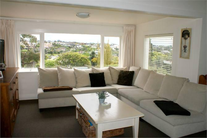 Luxury Boutique Corporate 4brm Cottage - Free WIFI, vacation rental in Waimauku