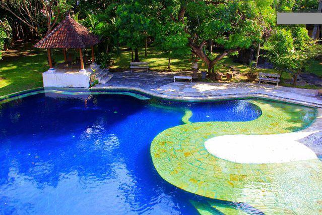 Beautiful pool open 24 hours
