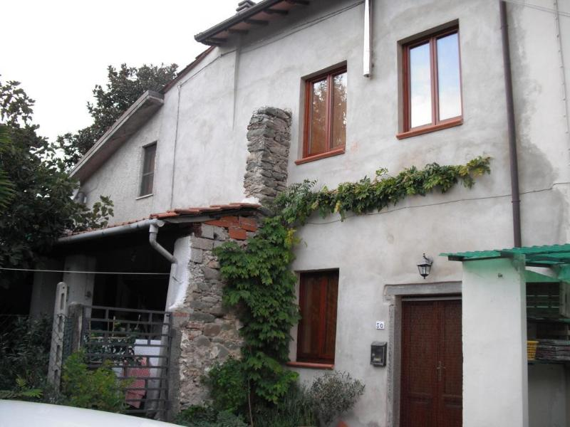 Tuscan holiday home for rental set in beautiful bagni di Lucca, sleeps 4, holiday rental in Fabbriche Casabasciana