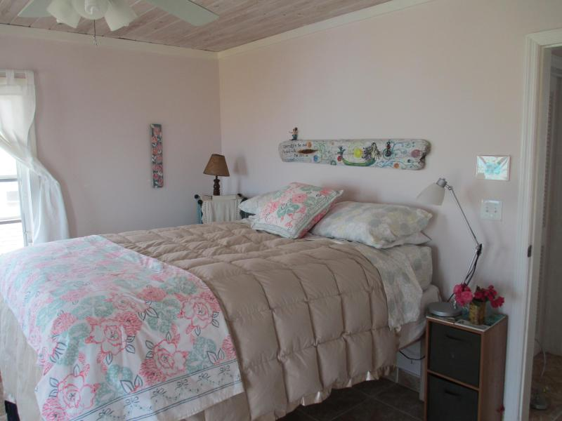 queen bedroom airconditioned