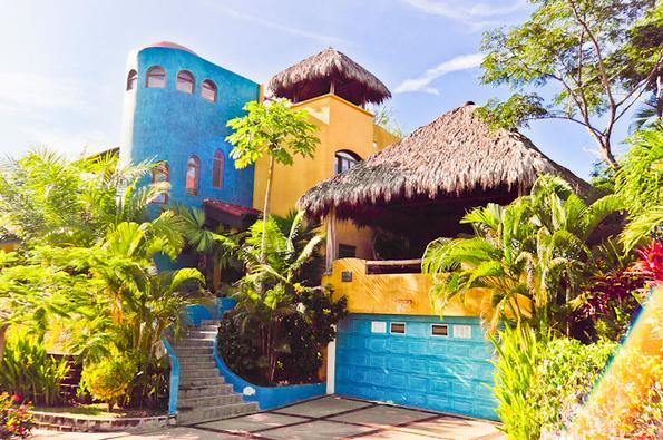 COLORFUL EXOTICA: OCEAN VIEWS ,POOL, PINGPONG, PALAPA, location de vacances à Esterillos Este