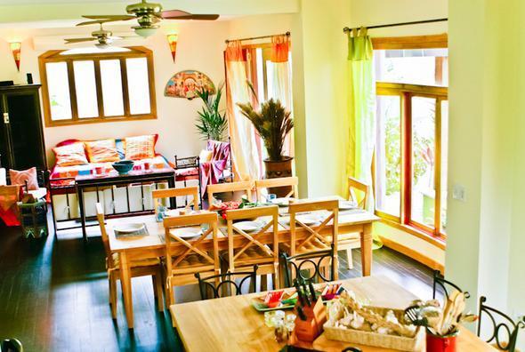 Casa Exotica: Kitchen, Living, Dining