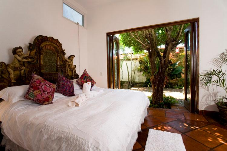 Lager niveau slaapkamer met en-suite badkamer