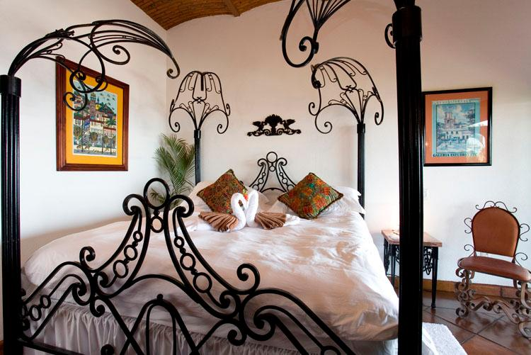 Bovenste verdieping een slaapkamer met eigen badkamer, een eigen terras en uitzicht op de oceaan