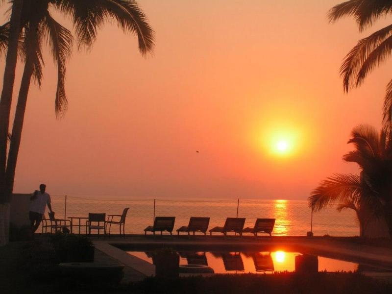La Mansion Melaque Jalisco:  Beach Front Home -  4 bedrooms home., location de vacances à San Patricio