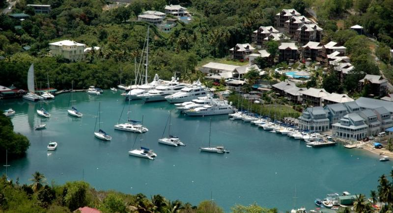 2BR Luxury Suite at the Marigot Bay Resort & Marina, alquiler de vacaciones en Dennery