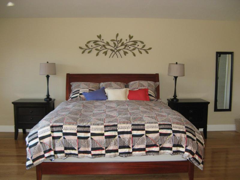 Master bedroom 1, Cal King bed