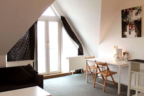 160 | Cute Rooftop Studio in Neukolln in Berlin, casa vacanza a Schonefeld
