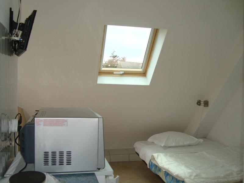 Studio, vacation rental in Surtainville