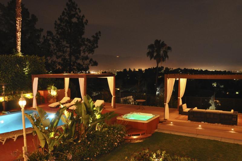 Pool, hut tub, deck, city lights