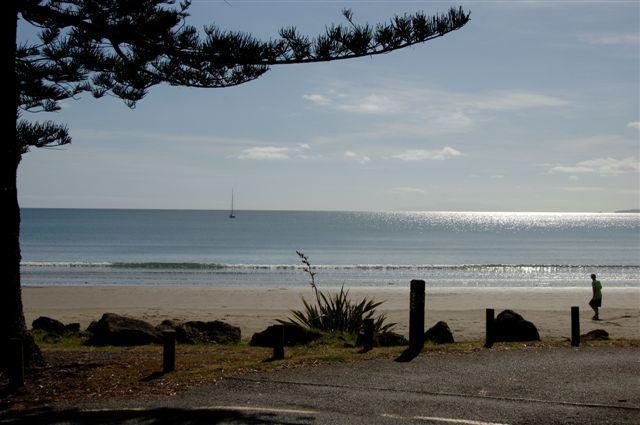 El 3kms de la magnífica playa de Orewa es tuyo para disfrutar!