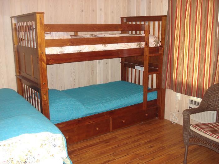 Terza camera da letto, letto a castello (2 persone) e doppia singola (1 persona)