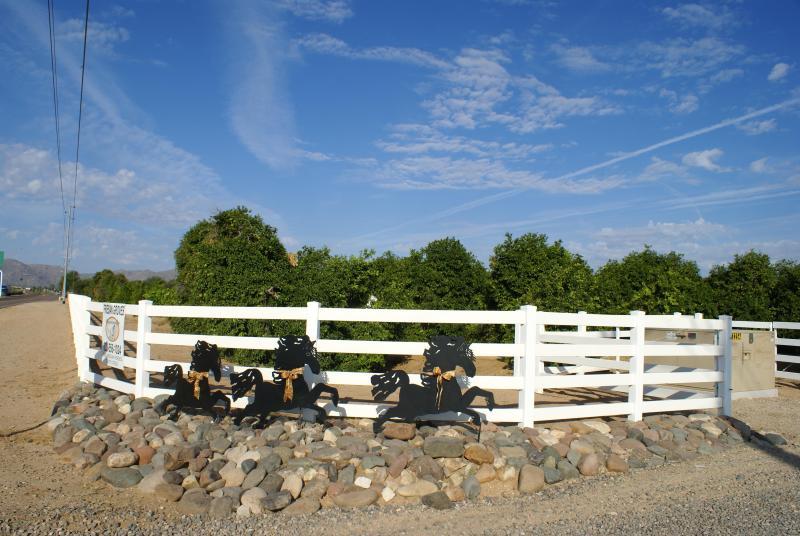 Ingang van Friese Groves Ranch uit Waddell