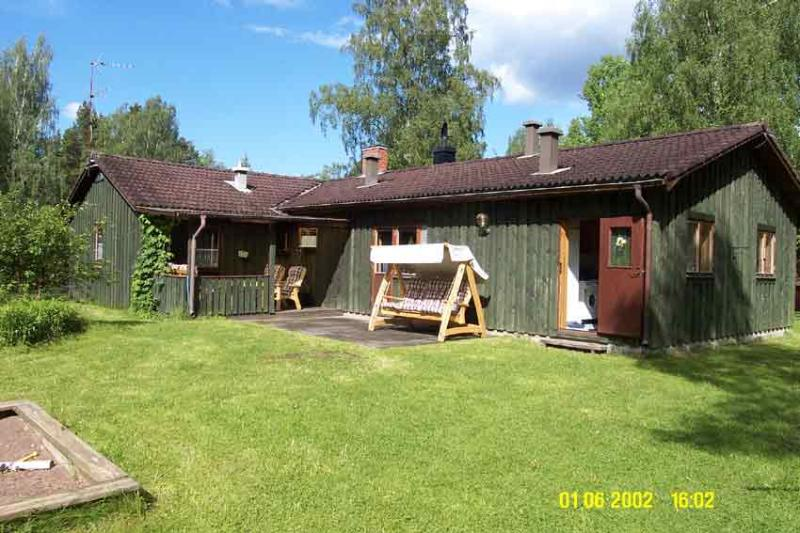 House in the Swedish woods surrounded by many lakes. 10 KM north of Malexander, holiday rental in Rimforsa